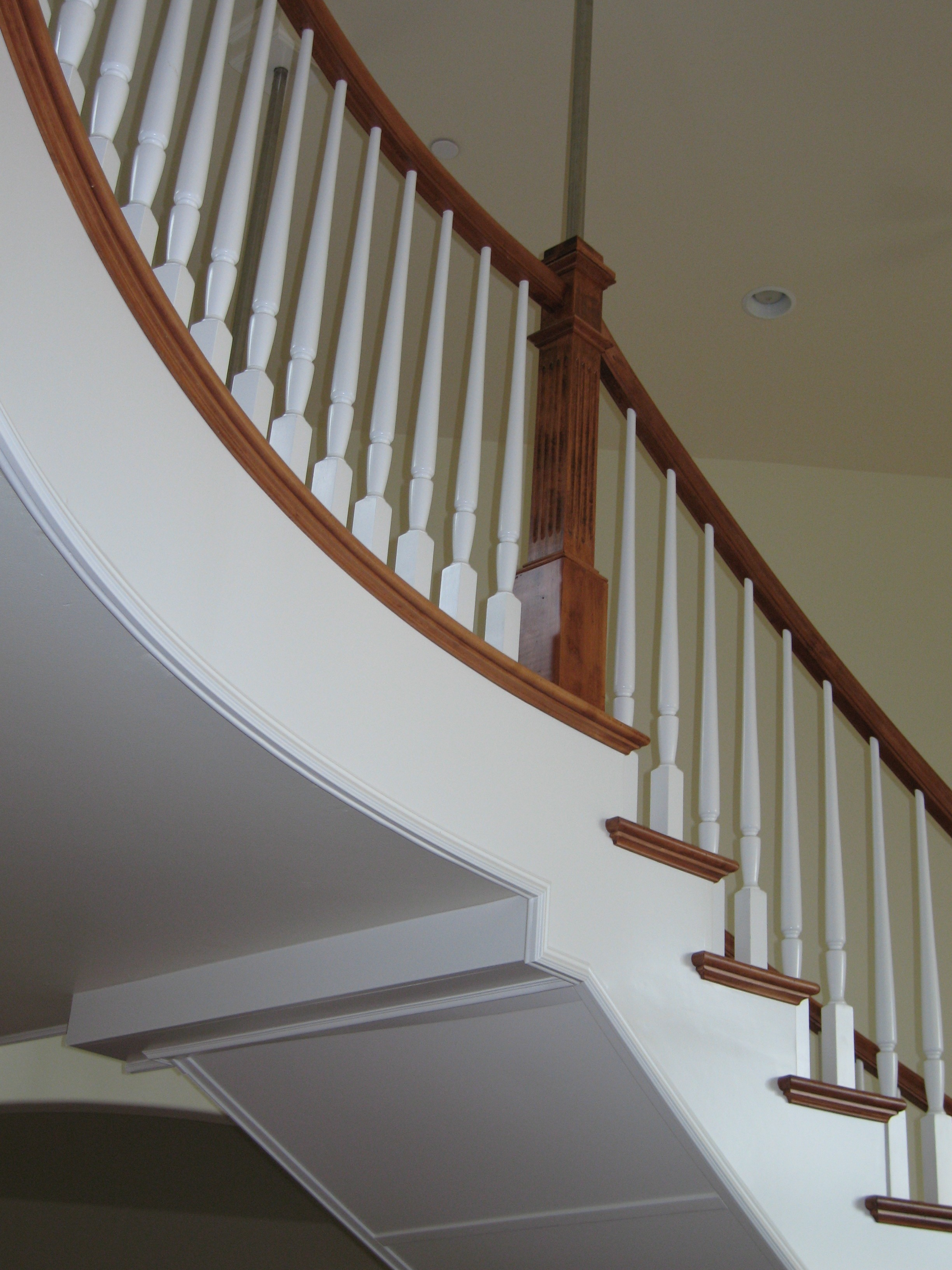 Bunker Hill Pre-finished White Balusters and Maple Handrail
