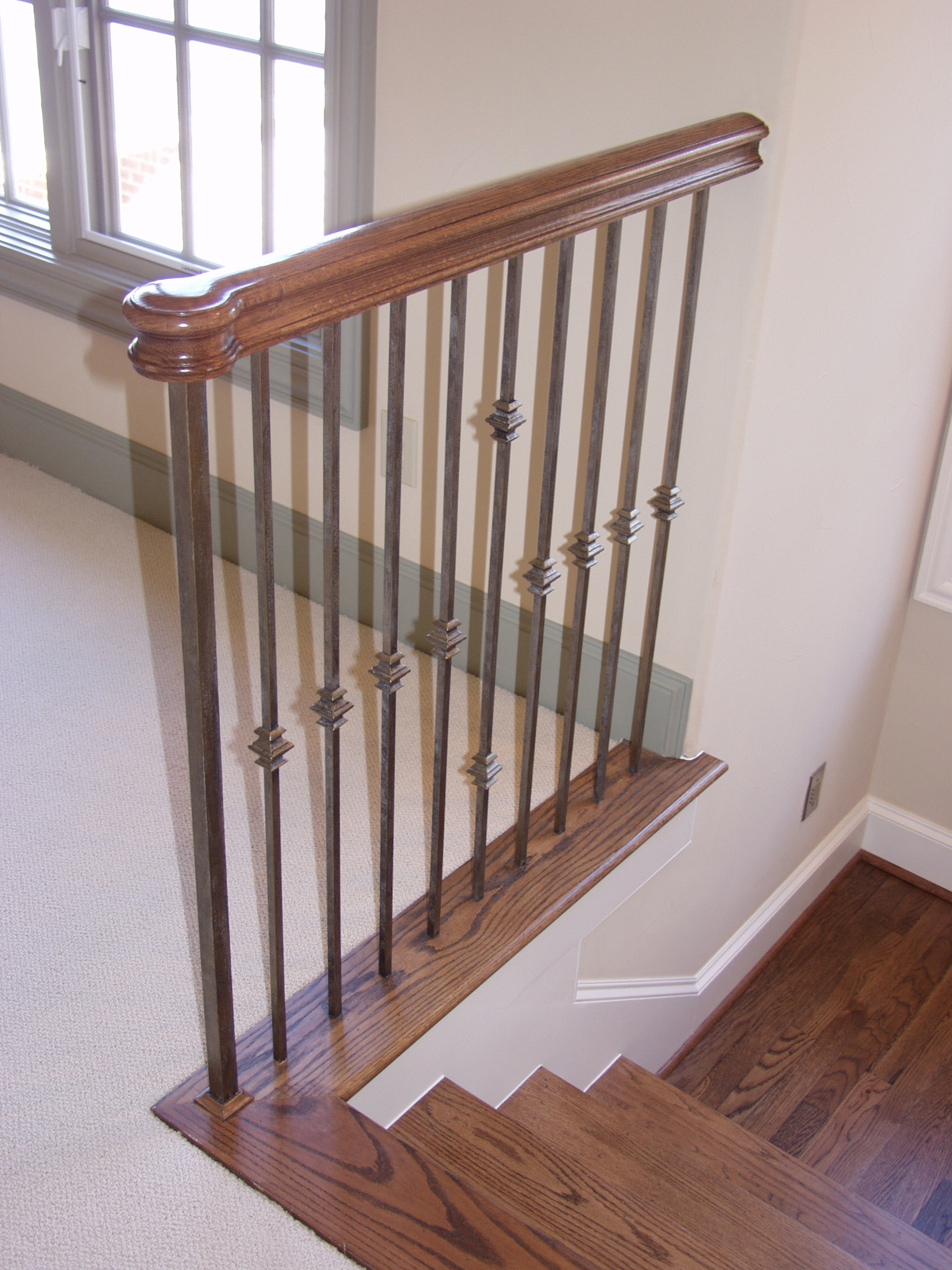 Versatile Staircase with Single and Double Knuckles