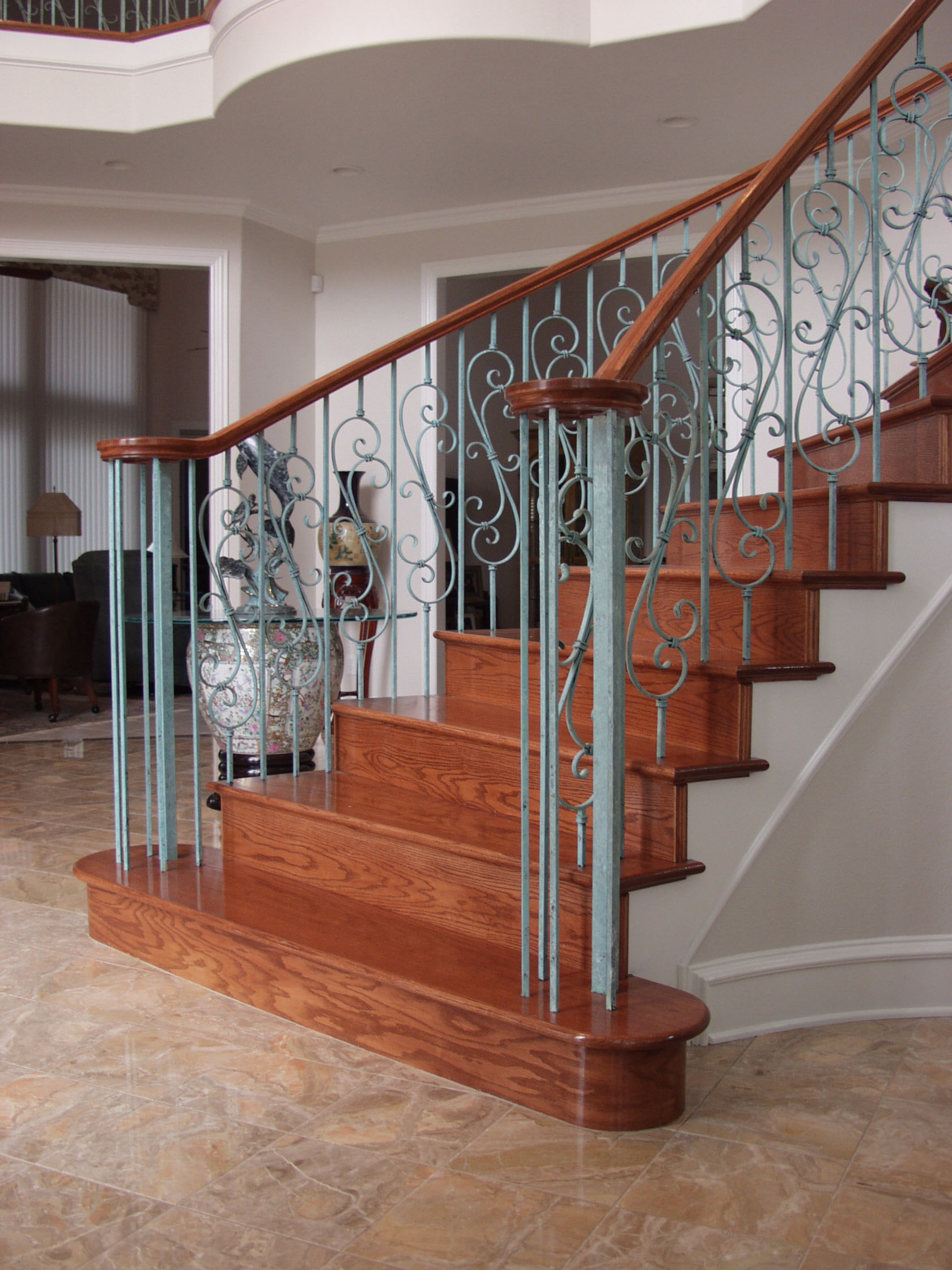 Versatile Staircase with Feathered S-Scrolls